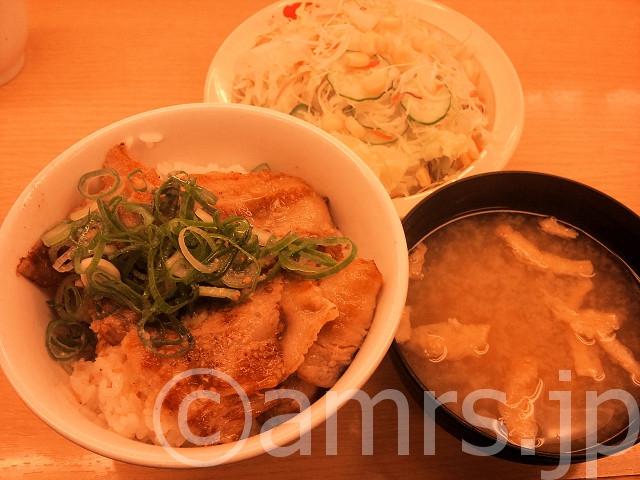 ネギ塩豚カルビ丼(並)、生野菜@松屋