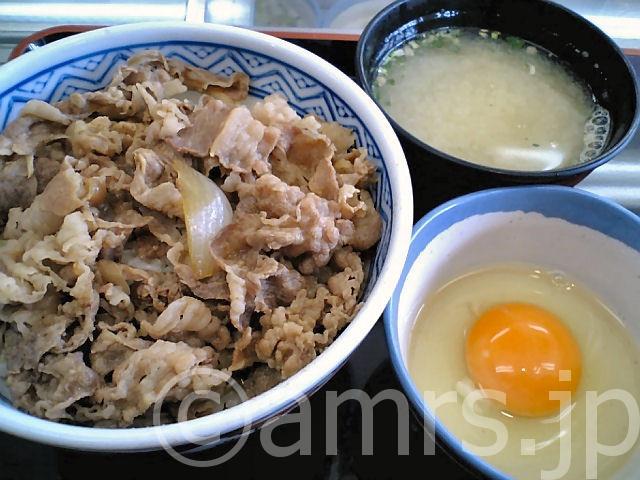 牛丼、玉子、味噌汁 by 吉野家