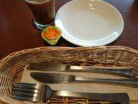 おかわり自由パンケーキセット@グラッチェガーデンズ お皿 メイプルシロップ フォーク ナイフ ドリンク コーヒー