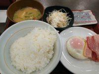 なか卯 目玉焼きベーコン朝定食