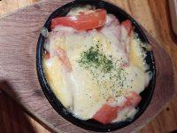 トマトとウィンナーのチーズ焼き