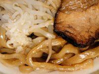 中華蕎麦とみ田監修 豚ラーメン 豚骨醤油 セブンイレブン 麺 野菜 刻みにんにく チャーシュー