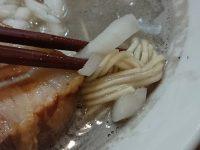 煮干し屋 香良 カラ 東京都 港区  煮干しソバ 麺 チャーシュー タマネギ セメント スープ