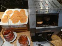 カフェ ランデヴー(Cafe Rendezvous)@イビス東京新宿(東京都新宿区) パンケーキ 自動パン焼き機