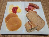 カフェ ランデヴー(Cafe Rendezvous)@イビス東京新宿(東京都新宿区) スクランブルエッグとオムレツ ベーコンとソーセージ パンケーキ パン