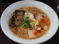 中華そば 弥栄(イヤサカ)@東京都八王子市 背脂生姜平打ち麺