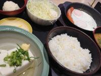 ソーセージエッグ定食(冷奴)・豚汁・ポテトサラダ@松乃家・松のや