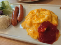 CAFE&BAKERY MIYABI 神保町店@東京都千代田区 コンチネンタル スクランブルエッグ ソーセージ サラダ