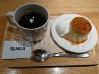 カフェアンドミールムジ (Cafe&MealMUJI)セレオ八王子@セレオ八王子(東京都八王子市) 本和香糖の焼きプリン ドリンクセット