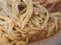 ラーメン二郎 西台駅前店@東京都板橋区 ラーメン半分 自家製平打ち気味ちぢれ太麺