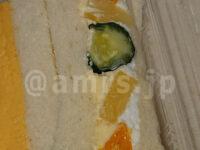 ヤマモトヤ 玉子サンドの無人販売所@神奈川県厚木市 厚焼玉子とフルーツサンド フルーツサンド アップ きゅうり