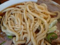 煮干し中華そば 小松屋@東京都新宿区 中華そば 麺250g だるま製麺 ちぢれ気味中太麺